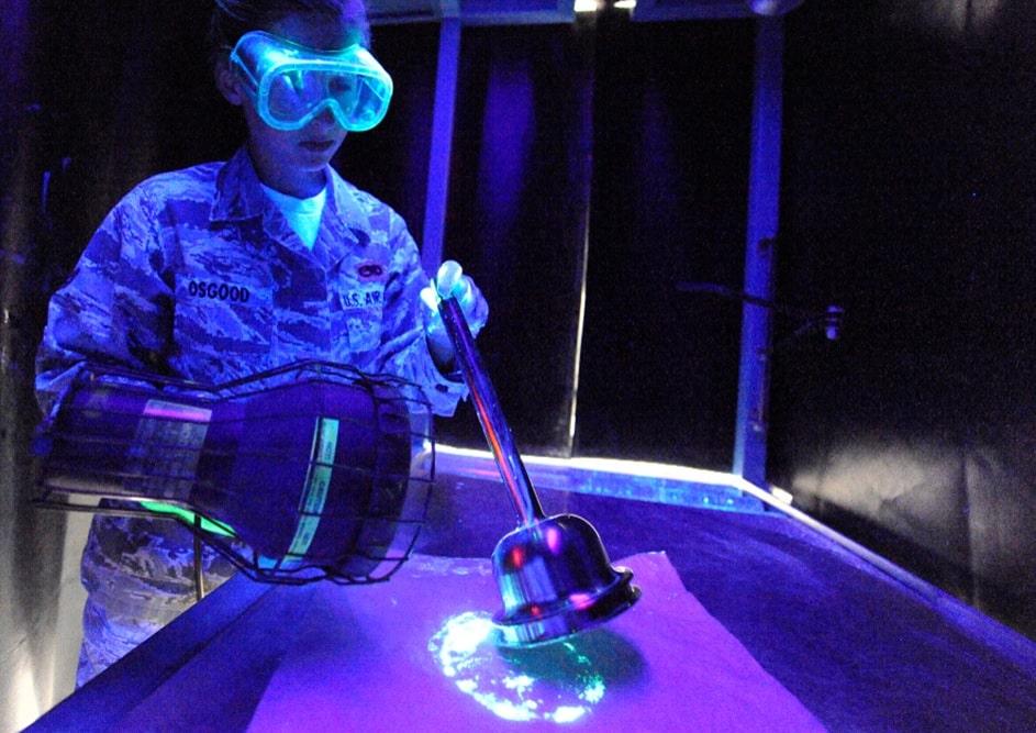 کاربرد لامپ یووی در بازرسی و جرم شناسی